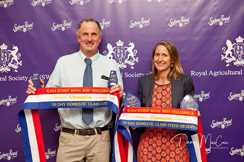 Ben & Wendy Mayne from Texas Angus with their Champion trophies