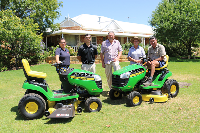 Farm Weekly Livestock Manager, Jodie Rintoul, AFGRI Equipment Australia Marketing & Small Ag Manager, Jacques Coetzee, WA Angus Chairman, Mark Hattingh and Irene & Steve Neville, with the John Deer mowers on offer.